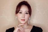 胡静助阵2017微博之夜 优雅黑裙亮相