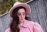 范冰冰启程巴黎时装周将助阵LV大秀 粉红芭比造型无限减龄