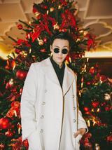 陈伟霆汉堡街拍率先曝出 白风衣超有范儿英俊力Max