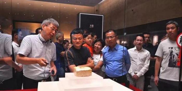 马云国庆假期打卡网红博物馆 刚现身就被瞬间包围