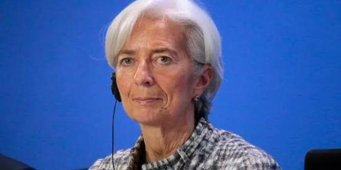 IMF理事会取消总裁职位年龄限制 只为给她开绿灯?