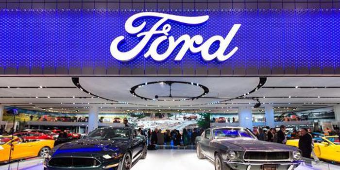 """穆迪将福特的高级无抵押债务评级下调至""""垃圾""""级"""
