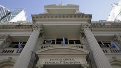 阿根廷央行年内第五次上调利率至60% 比索兑美元暴跌
