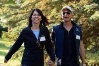 亚马逊CEO和结婚25年妻子离婚 8个月前疯狂秀恩爱