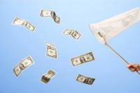 美联储按兵不动,美元和标普500为何走势背离?