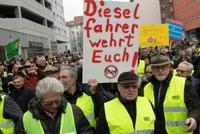 """""""黄背心""""骚乱在欧洲蔓延 德国民众抗议柴油车禁行"""