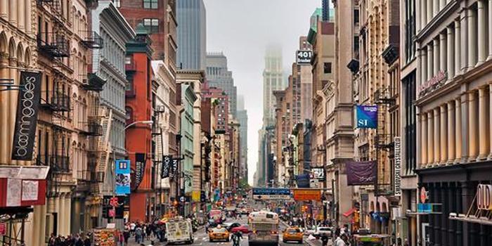 百年奢侈品老店Barneys破产 纽约重塑消费新格局