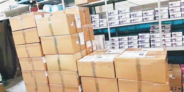 俄罗斯塔斯社首批物资2.4万只口罩877件防护服抵琼