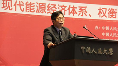 中国人民大学研究生院常务副院长刘凤良主持大会