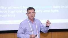 南非斯坦陵布什大学商学院院长Piet Naude出席并演讲
