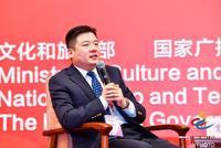 北京文化产权交易中心总经理贾立斌主持大会