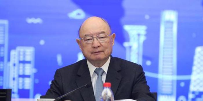 陳元:要逐步提升跨境交易中人民幣的使用量