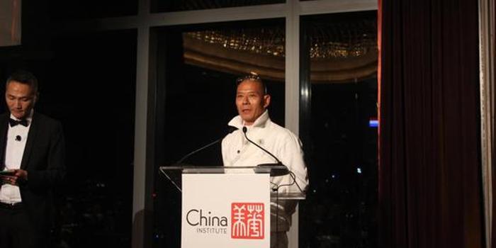 """张洹获颁青云奖:艺术的魅力来自于""""真和自信"""""""