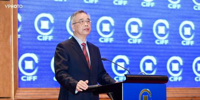 李东荣:推进金融业数字化转型不能盲目乐观 也别迟疑