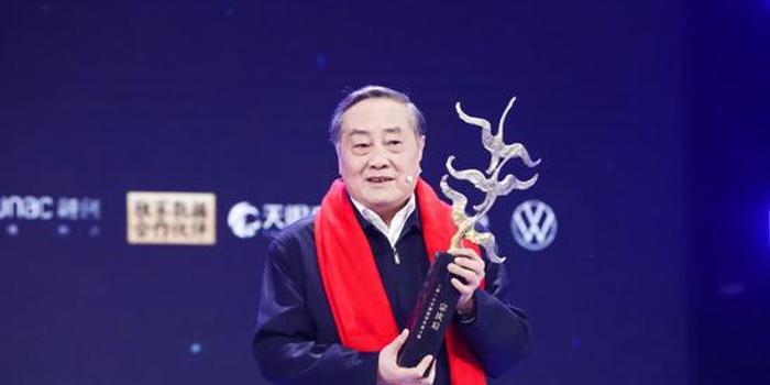 宗庆后:获奖既荣幸又感到惭愧 因为没把事情做得更好