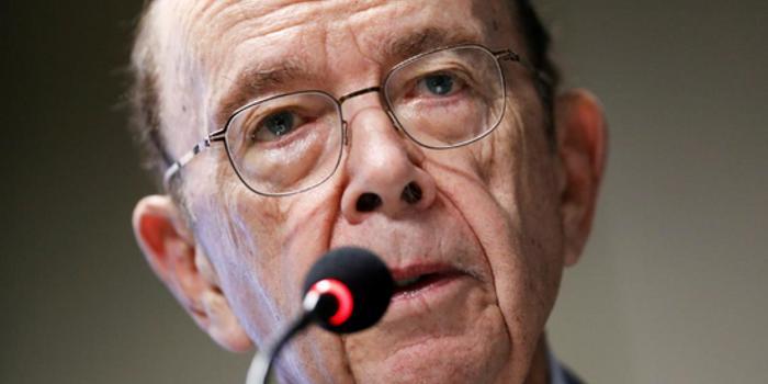 美国商务部长罗斯欲淡化对经济衰退的担忧