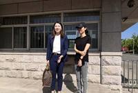 徐翔妻子黑色素装现身离婚案现场 曾称渴望得50%财产