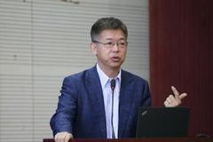 黃益平:雙手贊成維持正常貨幣政策 國際資本流動值得關注