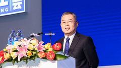 李扬:资本市场被赋予太多政策功能 成了扶贫手段