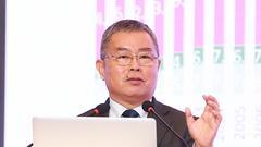 李扬:去杠杆将长期进行 宏观政策应能激发企业活动