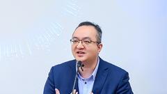 中国人民大学商学院教授周禹主持论坛