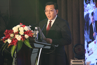 中国商业联合会常务副会长兼秘书长王民主持会议