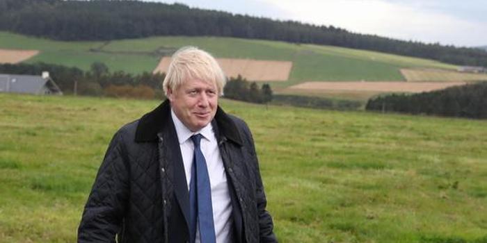 英国首相约翰逊四面楚歌 仍一意孤行坚持脱欧计划
