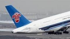 央视评论称南航机长处置不当 救人是第1位
