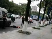 男子在东莞追砸运钞车被击毙 家属获180万赔偿