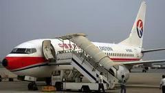东航班机滑行中擦撞另一架飞机机翼 乘客被疏散