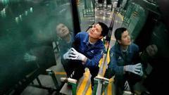 曹德旺在美开厂不太顺 该看笑话还是鼓励他(视频)