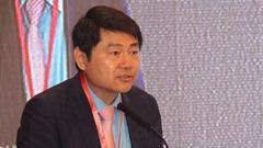 欧美同学会副会长王辉耀主持大会