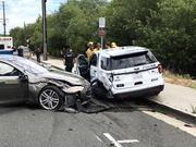特斯拉又双叒叕出事 这次撞的是警车