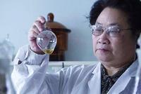 中医药科技创新的优秀代表屠呦呦获得改革先锋称号