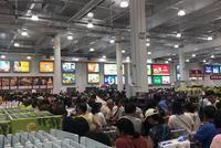 美国超市Costco登陆上海滩 首日人潮汹涌被迫停业