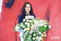安踏集团副总裁李玲:999元卖到县级市 被一抢而空