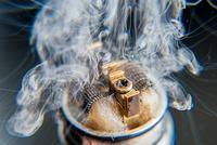 """一根电子烟和它背后的""""冰火两重天"""""""