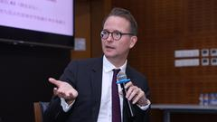 瑞典斯德哥尔摩经济学院校长Lars出席圆桌论坛