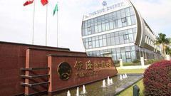直击危机中的南京银隆:工人连番讨薪 吊车堵大门