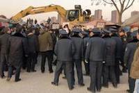 西安城改项目疑遭黑恶势力报复 上演数百人参与的全武行
