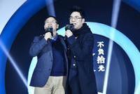 王文京、林依轮合唱《真心英雄》