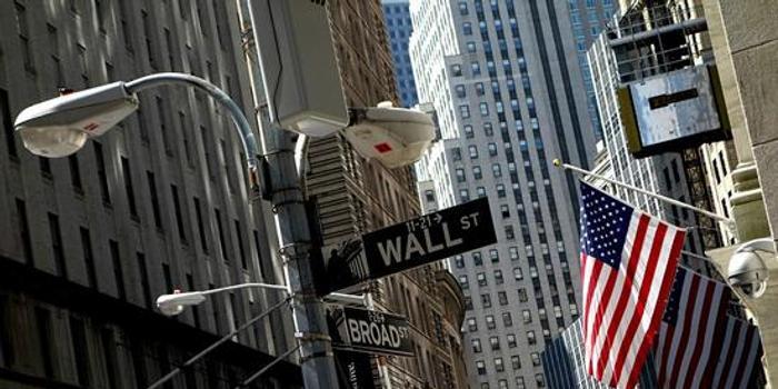 午盘:美股小幅上扬 银行股领涨