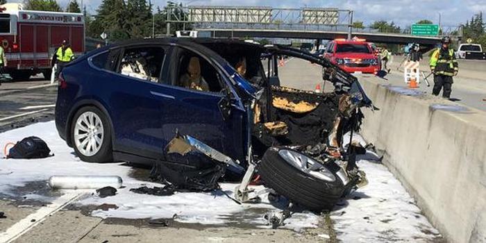 特斯拉车祸细节:遇难苹果工程师出事时或在玩手机