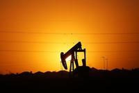 沙特发动价格战 周一美油重挫24.6%布油暴跌21.3%