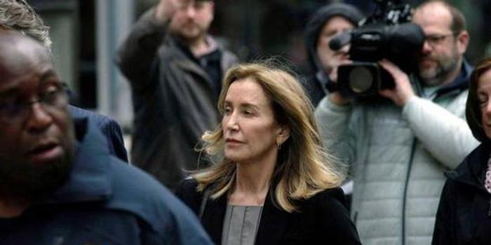 深陷美国入学舞弊丑闻 绝望主妇女星被判入狱两周