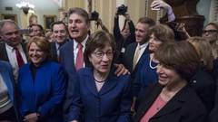 美国国会通过临时支出法案 联邦政府势将恢复运转