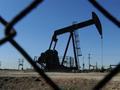 因贸易战风险使股市承压 油价自七周高点回落