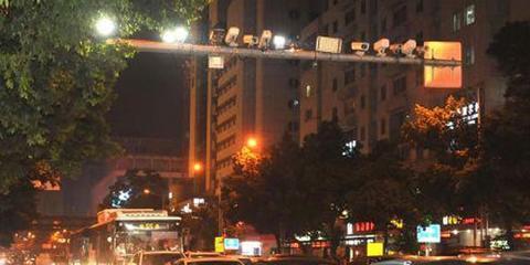福州:滥用远光灯被拍正式开罚