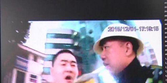 福州暴力袭警事件屡见不鲜:女子踢打掌掴民警