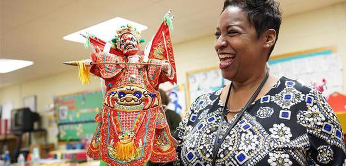福建布袋木偶戏传人深入美国民间